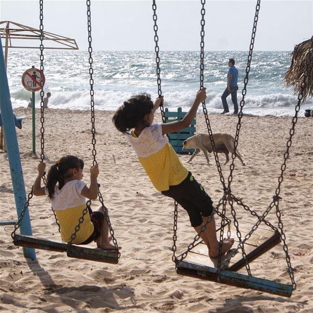 sisterhood in... (Ain El Mreisse, Beyrouth, Lebanon)