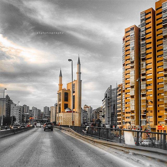 تلونين الوقت المشغول بكِ.. أنا المشغول بانشغالاتك * insta_lebanon ... (Beirut, Lebanon)
