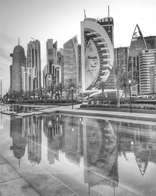 أكتب عنك بلاداً و يحتلها الآخرون... *درويش * bnw bnw_captures ... (Hotel Park Doha)