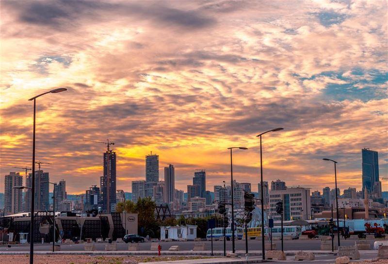 🌇🌇..... beirut sunrise sunshine Sky clouds lebanon cityscape... (Beirut, Lebanon)