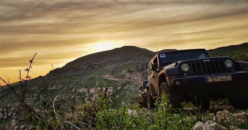O|||||||O HER lebanon mountains jeep offroad wrangler clouds ...