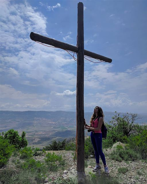 What does the cross mean to you? ✝️  deefordiscovery .Credits to @jeanelet (Saghbîne, Béqaa, Lebanon)
