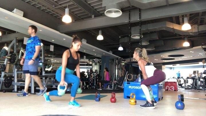 When family comes to visit, a bonding workout is mandatory @tamara.abik (Dubai, United Arab Emirates)
