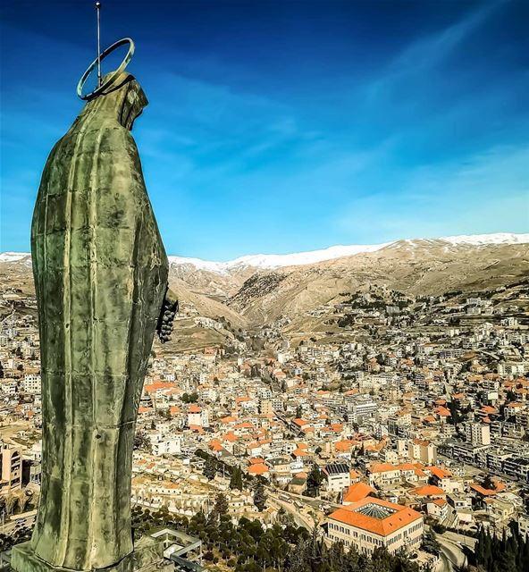Iniciamos mais uma semana com a benção da Nossa Senhora de Zahle. 📸 @tony. (Zahlé, Lebanon)