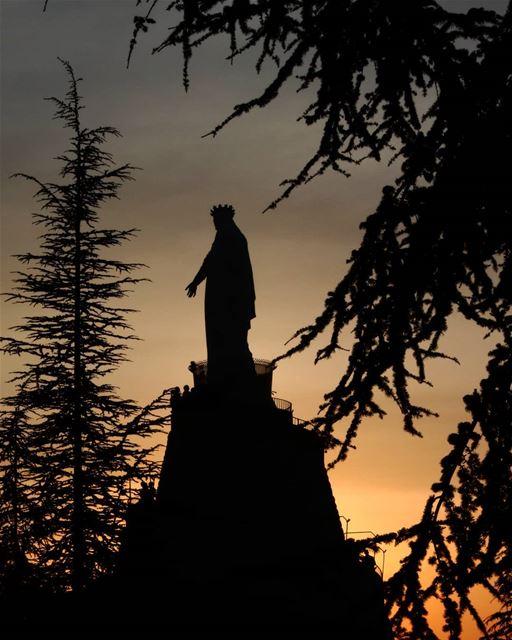 Je vous salue Marie, pleine de grâce.I salute you Marie, full of grace.... (Harisa, Mont-Liban, Lebanon)