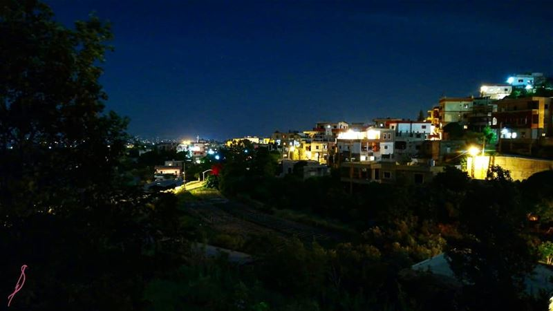 akkar liveloveakkar rednightss lebanon livelovelebanon night 🦇 (`Akkar, Liban-Nord, Lebanon)