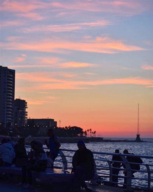 قبل أن أحببتك كنت ريشاًبعثرته رياح الأرض على الترابوبعد أن أحببتك أصبحت ط (Beirut, Lebanon)
