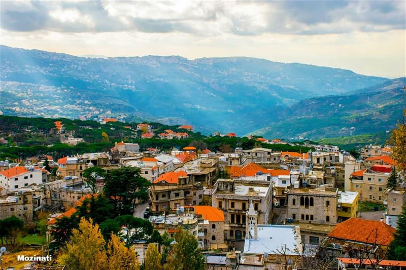 خدني ازرعني بأرض لبنان بالبيت يلي ناطر التلّيإفتح الباب وبوّس الحيطان وإ (Hammana)