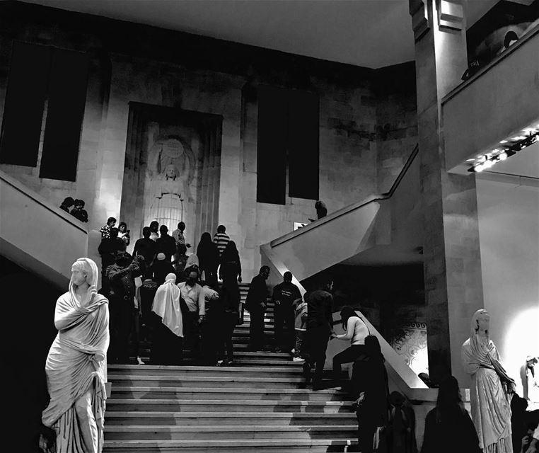 قد ما يكون عندك خيال ,بيضلو التاريخ يفاجئك .✨••••••• blackandwhite... (Musée national de Beyrouth)