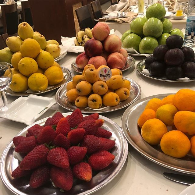 What is needed now is this amazing fruit table spread 😍😍 mhanna amchit... (Mhanna Sur Mer)