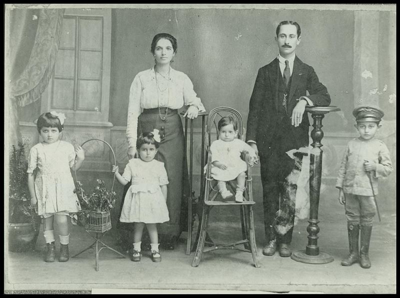 Arquivos da Diáspora: Família Libanesa no acervo do Museu da Imigração do... (Museu da Imigração)