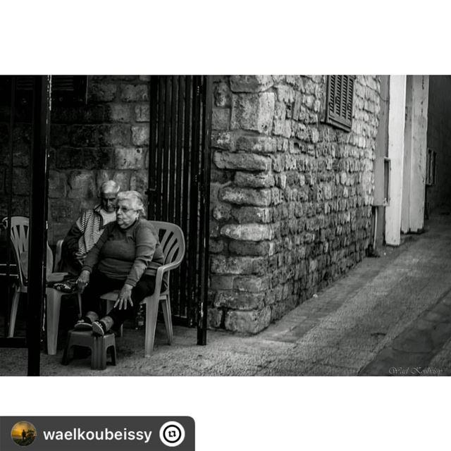 👴🏻🧓🏻زواريب صور tyre lebanon couple urban old street streetphoto... (Tyre, Lebanon)