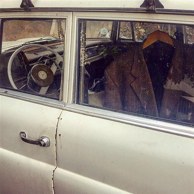 خلّي جاكيت بالسيارة، ما حدا بيعرف شو بجدّ::::::::::::::::::::::::::::::::: (Baabda)
