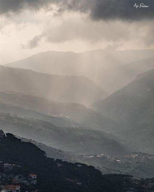 Mountain has its own music .... sunset sunsetporn sunsetpics landscape... (Sawfar, Mont-Liban, Lebanon)