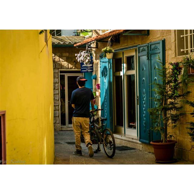 زواريب صور urban alley colors urbex street tyre urbanwalls ... (Tyre, Lebanon)