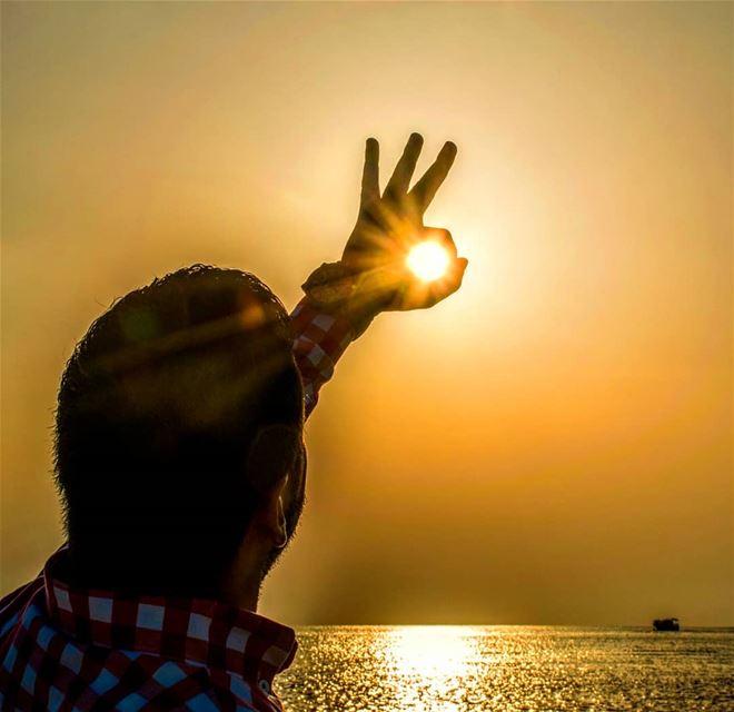 و مع كل غروب يبعث قلبي حلم للشمس بأن أرى عيونك العسلية تقطر حباً شغفاً اشت (Tyre, Lebanon)