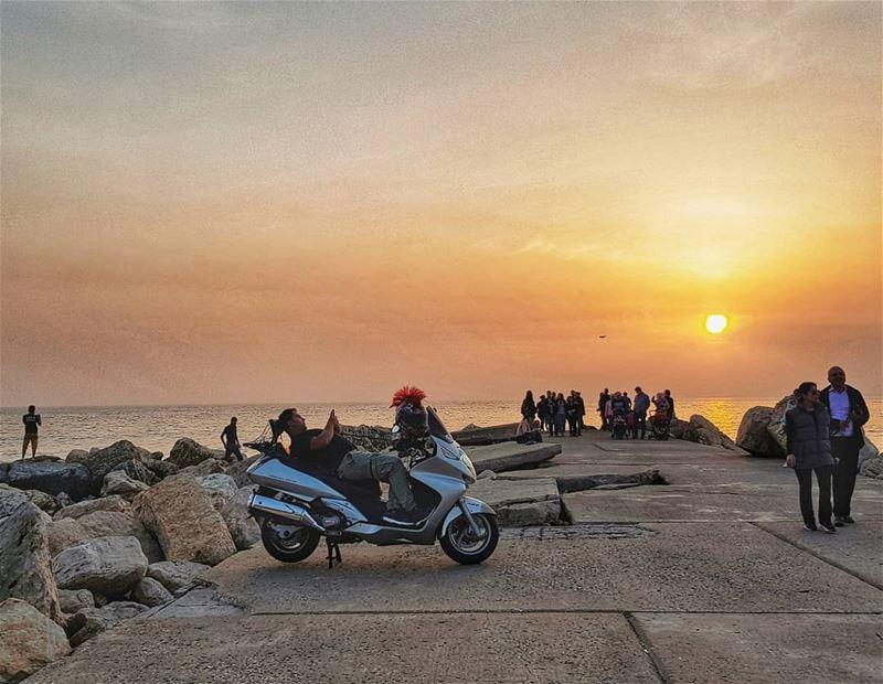 Life by the sunset 🌅В нашем достаточно престижном районе недалеко от стол (Byblos, Lebanon)