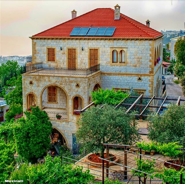 حبيبي قال انطرينيلما بيجي الطيروبيعشش الطيربالشجرة الحزينةونطرتك يا حبي (Beït Chabâb, Mont-Liban, Lebanon)