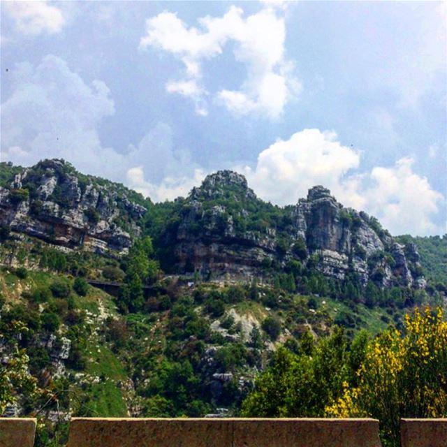 """"""" Je sentais que j'aimais la montagne pour ses paysages solennels, pour... (Lebanon)"""