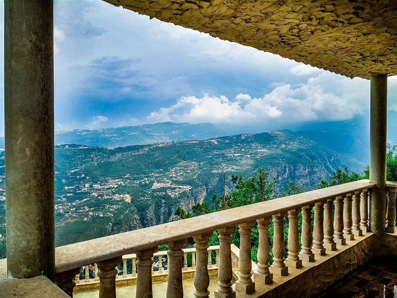 ig_masterpiece @topsunsetshots @sky_sultans @ig_fotogramers @worldwidecaptu (Château Sainte-Andrée)