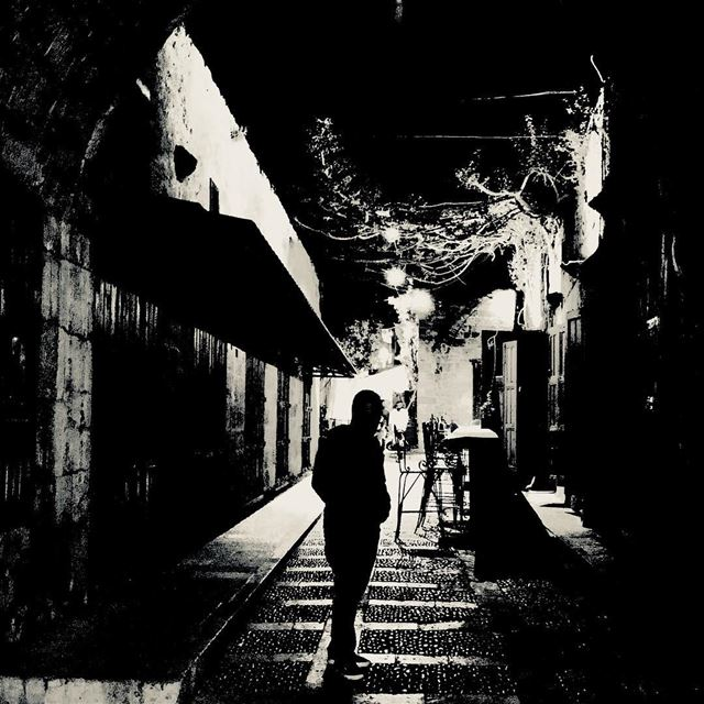 يا أبيض يا أسود. byblos jbeil lebanon beirut night walking man ... (Byblos, Lebanon)