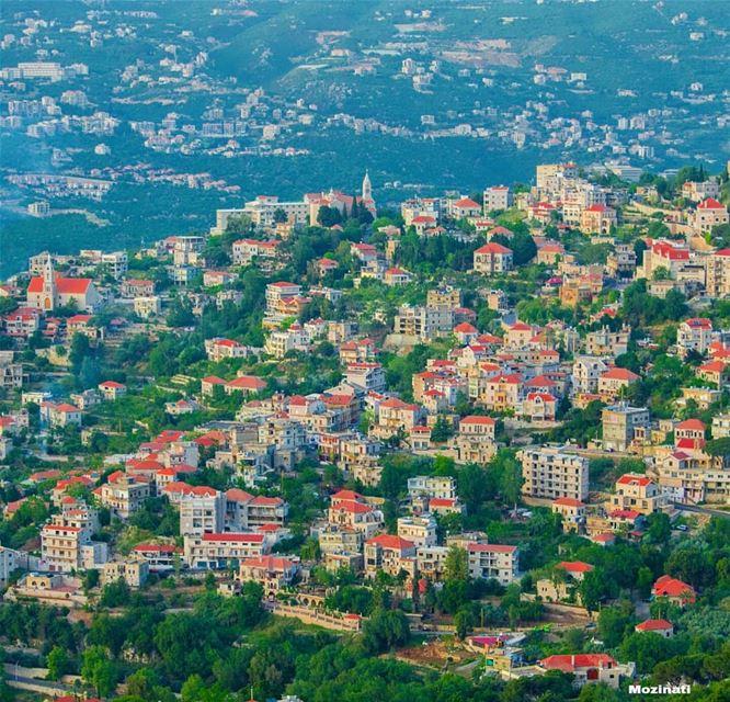و لازالت روحي تهجر جسدي لمراقبة طيفك الشارد تحت صنوبر الجبل🍃و ما اجمل الهج (Beït Chabâb, Mont-Liban, Lebanon)