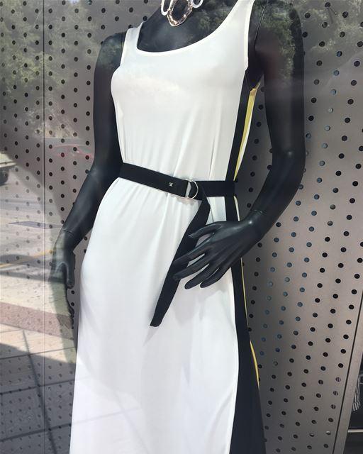 Sporty dress with yellow stripe 💛DailySketchLook 309 shopping italian ... (Er Râbié, Mont-Liban, Lebanon)