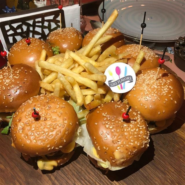 When one mini-burger is not enough 😍😍 @thesmallville_hotel @le.georges .... (The Smallville Hotel)