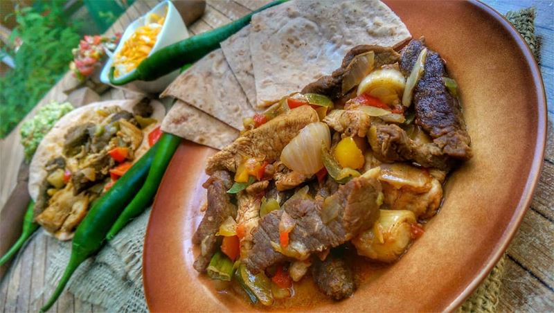 Mixed Fajitas and Hindbe M2aleye for lunch today at Em's. Give us a call ☎️ (Em's cuisine)