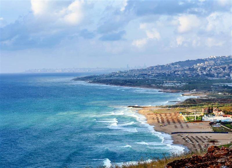 بين السما والارض ...ما في فرق جمال لبنان lebanon livelovelebanon ... (Damour, Lebanon)