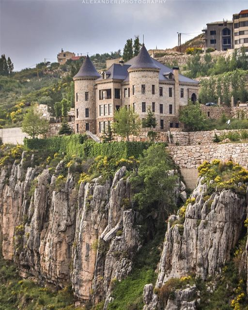 The castle | On the edge of the rock. This is not from Disney wonderland!... (Faraya, Mont-Liban, Lebanon)