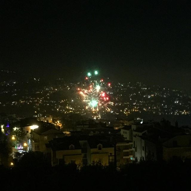 fireworks lebanon capture ig_photooftheday colorful beautiful night... (Balloûné, Mont-Liban, Lebanon)