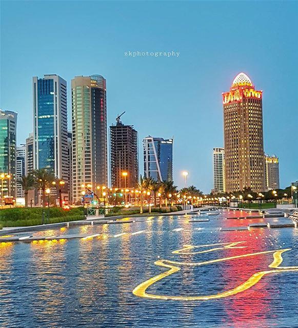 ولمّا البحارُ تشقّقتوأشَعَّ صوتكهَوَينا إليه كمياه.صرت المياهصرت المطر... (Doha)