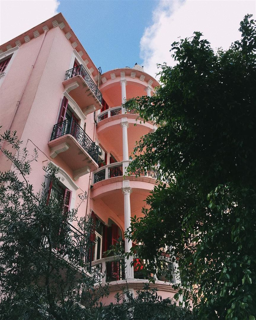 Can't get over how pretty this building is💕 Who else loves discovering... (Achrafieh, Lebanon)