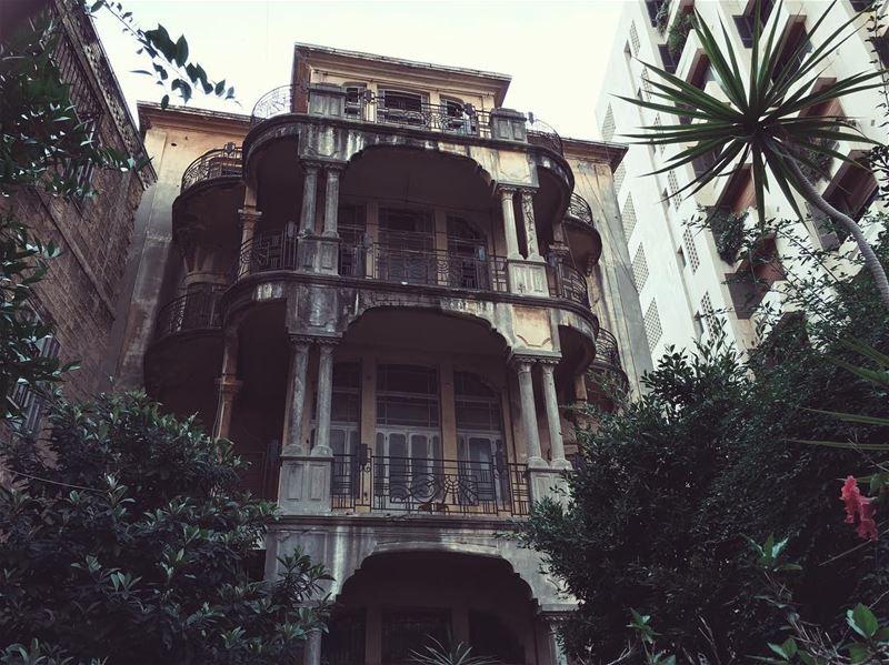 😱🖤 beirut beyrouth lebanon livelovebeirut livelovelebanon ... (Achrafieh, Lebanon)