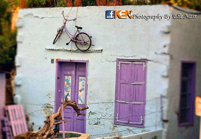 ...وهاك المرا اللي حبِّتَك طفلة بعدا معلقة الدراجة ع حيطا العتيق بلكي لم (Achrafieh, Lebanon)