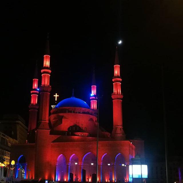 لبنان للجميع وسيبقى للجميع 🕌⛪ lebanon livelovelebanon whatsuplebanon ... (Martyrs' Square, Beirut)