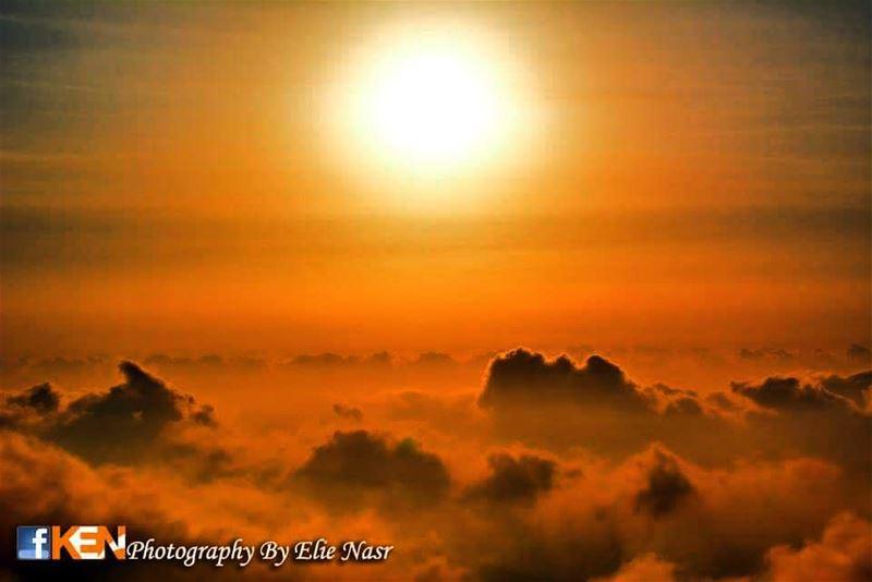 ...السماء يا سيدتي، أصبحت واطئة.. والغيوم العالية.. أصبحت تتسكع على الأسفل (Zaarour Hills)