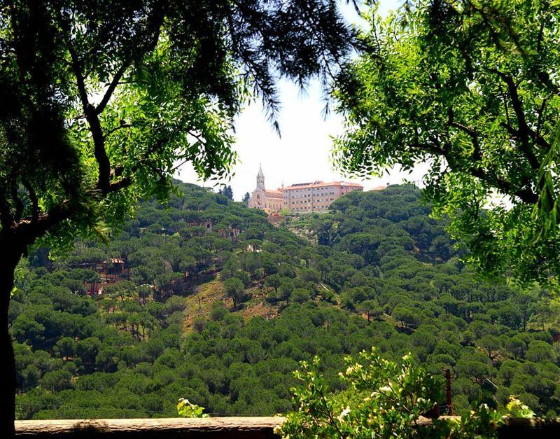 Saint Antoine ⛪Hopital Beit Chabab 🏨 (Beït Chabâb, Mont-Liban, Lebanon)