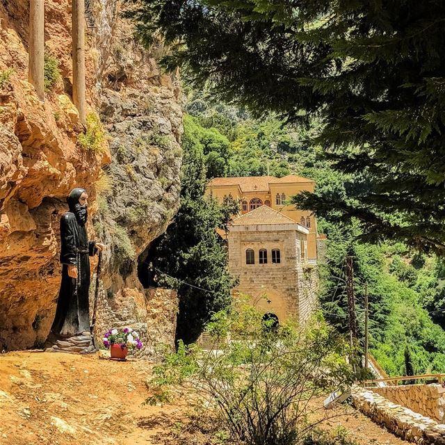 My favorite place 💚🙏🏻🌹.......... lebanon lebanon_hdr ... (Mar Antonios-Kozhaya)