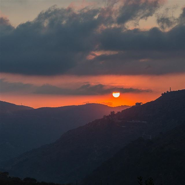 Eye of the sun........ sunset eye sun colors mountains red ... (Chouf)