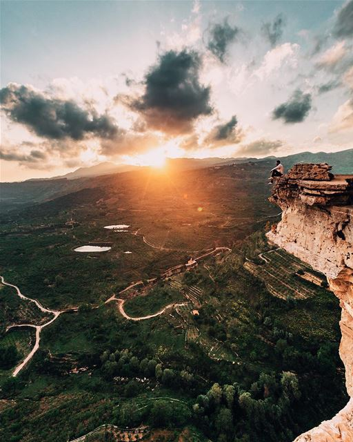 Chasing some valley views with @pixelville 🌄😍 Million thoughts while on... (Mount Lebanon Governorate)