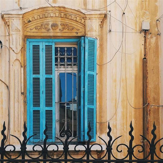 Cyan... window beirut livelovebeirut lebanon lebanonbyalocal ... (Hamra, Beyrouth, Lebanon)
