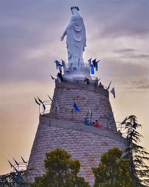 عَلَيْكِ السلامُ بلا مَلَل، يا نجمةَ البحر ِوالأمل 💙🙏🏻🌷✨... (Our Lady of Lebanon)