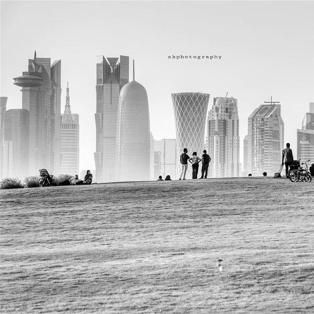 عشرون أغنية عن الموت المفاجيءكل أغنية قبيلةو نحب أسباب السقوطعلى الشوارع (Doha)