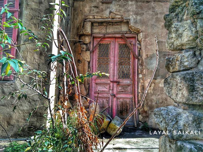 ``ᎠϴΝ'Ͳ ᎫႮᎠᏀᎬ ᎽϴႮᎡ ᏴᎬᏀᏆΝΝᏆΝᏀՏ ᎻᎪᎡՏᎻᏞᎽ``•••• lebanon beirut old... (Achrafieh, Lebanon)