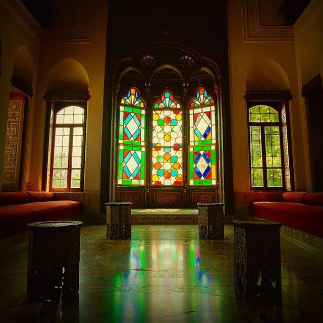 ѕтαιиє∂ gℓαѕѕ ωιи∂σω αт тнє ωσи∂єяfυℓℓ 🅱🅴🅸🆃🅴🅳🅳🅸🅽🅴 ραℓα¢є 🇱🇧 вυι (Beiteddine Palace)