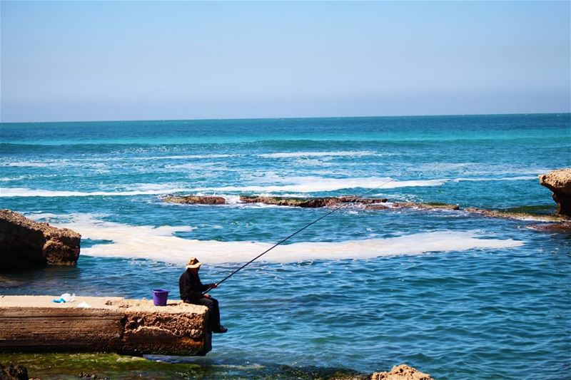 Fisherman and the sea! fisherman  sea  sealife  simplelife  shadesofblue ... (Jbeil جبيل)