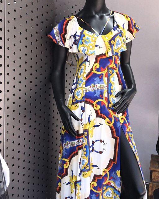 Long dress with a vintage pattern DailySketchLook 319 shopping italian ... (Er Râbié, Mont-Liban, Lebanon)