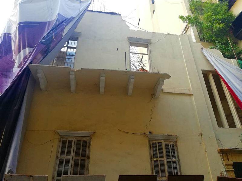 وها هو منزل تراثي آخر يهدم في مدينة بيروت وتحديداً في شارع مار مارون الصي